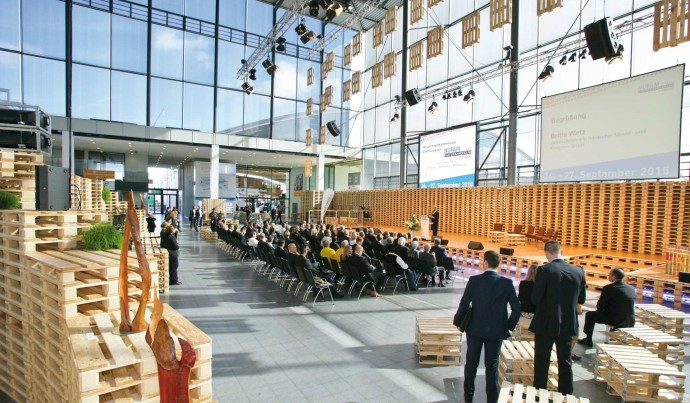 Messe Karlsruhe Aktionshalle Paletten NUFAM am Tag